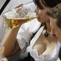 Η ιστορία ενός τύπου που πάει στο μπαρ και πίνει μπύρες