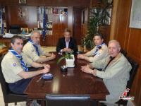 Tα μέλη του Διοικητικού Συμβουλίου Προσκόπων στον Αντιπεριφερειάρχη κ. Χρήστο Μιχαλάκη