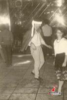 Ο Σάκης Μπρέλλας χορεύει στην πίστα του