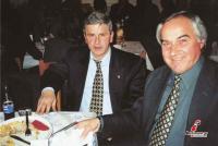 Οι πρώην διαιτητές Τάκης Μπέντας και Χρήστος Κούγκουλος σε χορό διαιτητών στη