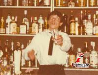 O Ηλίας Κουπαρούσης στο bar της disco