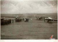 Σπάνιες φωτογραφίες απο το αεροδρόμιο Φλαμουλίου στα Τρίκαλα την δεκαετία του 1950