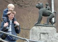 Άνθρωποι και αγάλματα...