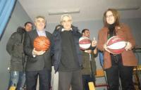 Παίκτες της ομάδας μπάσκετ Trikala B.C. σε δημοτικά σχολεία