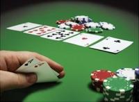 Παίζουν Πόκερ 4 πίτες...