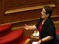 Ιστορικό χειροκρότημα από τους νεοδημοκράτες βουλευτές στην Παπαρήγα...!