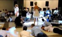 Η νύφη κρατούσε μαστίγιο...!