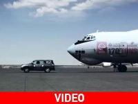 Αυτοκίνητο ρυμουλκεί αεροπλάνο 170 τόνων! (Video)