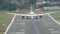 Πιλότος μαχητικών τεστάρει ένα Boeing 787 Dreamliner!!! [ΒΙΝΤΕΟ]