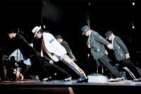Το κόλπο: Έτσι ο Michael Jackson έγερνε μπροστά χωρίς να πέσει (pic)