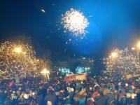 Με αισιοδοξία υποδέχθηκαν οι Τρικαλινοί το 2015 στην Κεντρική πλατεία (Φωτο & βίντεο)