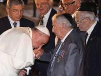 Μάκης Δασκάλου: Πάπας Φραγκίσκος ο Sfougkopodarius (Σφουγκοποδάριους !)