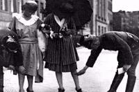 Tην εποχή του Πάγκαλου ήταν μακριές οι φούστες...