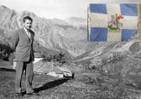 21 Μαΐου 1945 η ηρωϊκή σημαία του 5ου Συντάγματος ξανά στη θέση της