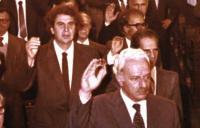 Χαρίλαος Φλωράκης - Μίκης Θεοδωράκης στη βουλή ορκομωσία 1981