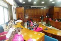 Γέμισε με παιδικές φωνές μαθητών και μαθητριών σήμερα το Δημαρχείο Τρικκαίων
