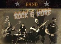 Four Track Mind σε ρυθμούς rock, funk και στοιχεία blues