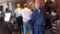 Κατήγγειλαν Αμερικάνους και οι Ευρωπαίους ιμπεριαλιστές χορεύοντας στα μπουζούκια