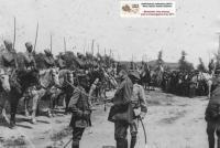 Ο στρατηγός Sarrail παρασημοφορεί ένα λοχαγό των Μαροκινών σπαχήδων στα Τρίκαλα (22-25 Ιουνίου 1917)