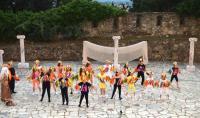 Οι «Όρνιθες» του Αριστοφάνη… πέταξαν και απογείωσαν το Υπαίθριο Δημοτικό Θέατρο