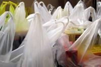 Πληρώνουμε από σήμερα την πλαστική σακούλα