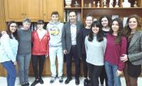 Oμάδα μαθητών του 3ου Λυκείου Τρικάλων στον Δήμαρχο Τρικκαίων