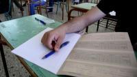 Δέος και συγκίνηση: Ευλογημένο στυλό στις Πανελλήνιες άρχισε ξαφνικά να γράφει μηνύματα κατά των ξένων
