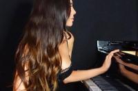 Lola Astanova , η πιο σeξι πιανίστα του πλανήτη
