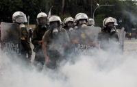 Σε ηλεκτρονικό τσιγάρο αποδίδει το υπουργείο Προστασίας του Πολίτη τους καπνούς στο Σύνταγμα
