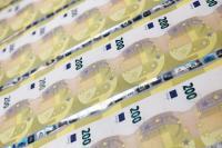 Στην κυκλοφορία τα νέα χαρτονομίσματα των 100 και 200 ευρώ