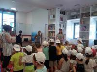 Επίσκεψη του 5ου και 7ου Νηπιαγωγείου Τυρνάβου στη Βιβλιοθήκη Καλαμπάκας