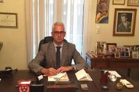 Ο Χρίστος Λιάπης, για να τιμήσει τη γιορτή του Πατέρα, προσφέρει δωρεάν ιατρικές υπηρεσίες στους πάσχοντες από τη νόσο του Πάρκινσον
