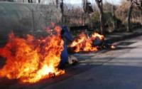 Πυρκαγιές σε κάδους από «ζεστή» στάχτη