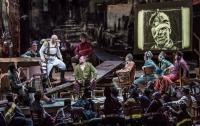 Η Metropolitan Opera της Ν. Υόρκης συνεχίζει στα Τρίκαλα  Ο Δημοτικός Κινηματογράφος συνεχίζει σε συνεργασία με τον όμιλο Αντέννα τις προβολές της Met που προβάλουν σε ζωντανή μετάδοση παραστάσεις από το Lincoln Center της Metropolitan Opera της Νέας Υόρκης.   Το ΣΑΒΒΑΤΟ 11/1 στις 19:55 σε ζωντανή μετάδοση από την Metropolitan Opera της Νέας Υόρκης η όπερα  Βόιτσεκ  του Alban Berg  Τιμές εισιτηρίων: 15 ευρώ γεν. είσοδος,  10 ευρώ παιδικό, φοιτητικό, και ομαδικές αγορές εισιτηρίων άνω των 10 τε