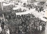 Φωτο από κινητοποίηση Τρικαλινών μαθητών το 1979 με αιτήματα για την παιδεία και διαμαρτυρία για την δίωξη του Αντ. Πρεκατέ