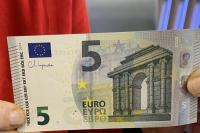Αυτά είναι τα καινούργια χαρτονομίσματα των 5 ευρώ