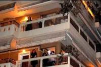 Τραγούδησαν  από τα μπαλκόνια την «Άγια Νύχτα» στην Καρδίτσα
