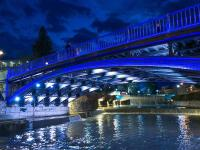 Τα Τρίκαλα φωταγωγημένα με το μπλε της Ελλάδας (video + photos)