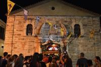Tρέχουν πίσω από τη μαριονέτα και εμένα με σταμάτησε η αστυνομία να κάνω την λιτανεία της Παναγίας στο προαύλιο της εκκλησίας