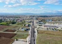 Παραδόθηκε στην κυκλοφορία η κύρια αρτηρία του νότιου τμήματος της λεωφόρου Καραμανλή  από το 303 ΠΕΒ μέχρι τον ανισόπεδο κόμβο Βιοκαρπέτ